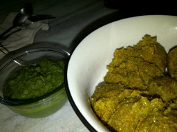 Muthiya with green chutney